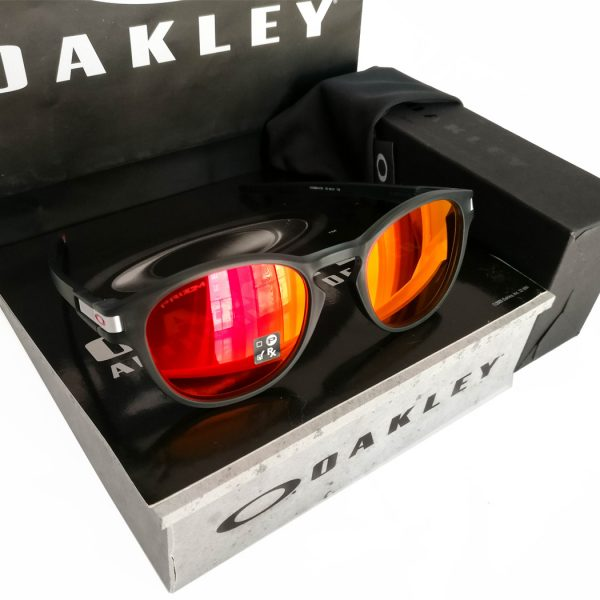 Oakley-Latch-Carbon-Ruby