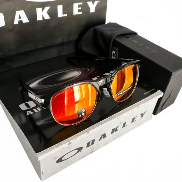 Oakley-Latch-Key-Roby